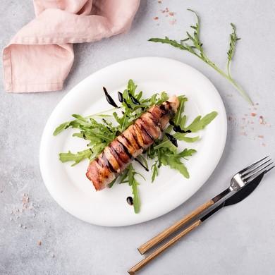 Жареный лосось в беконе
