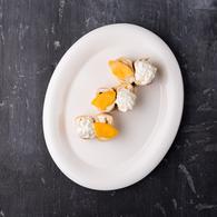 Сладкий ролл персик